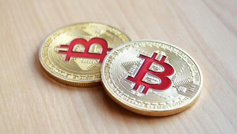 Las tasas por pagar en Bitcoins obligan a su conferencia a cancelar esta opción.