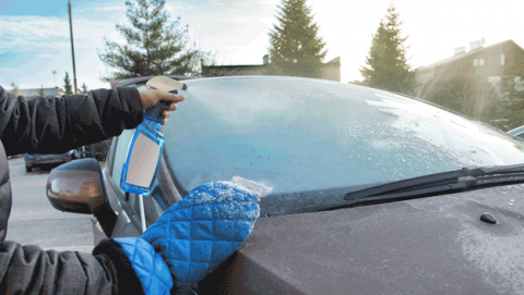 Mejores trucos para rascar el hielo del coche rápido