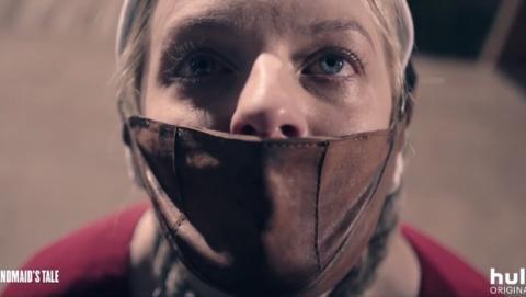 Se acaba de estrenar el primer trailer de la temporada 2 de la galardonada serie The Handmaid's Tale, de Hulu y HBO. Ya sabemos también su fecha de estreno.