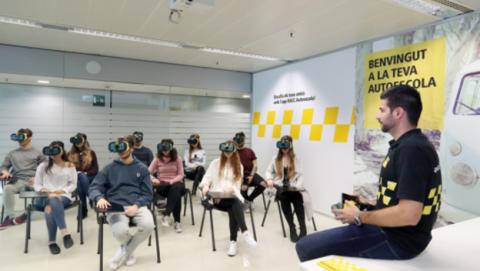 Clase autoescuela RACC con realidad virtual