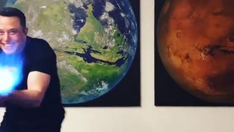 Elon Musk nos enseña cómo dispara su lanzallamas