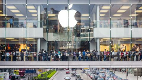 Apple gana más dinero pero vende menos iPhones, y eso es bueno para ellos.