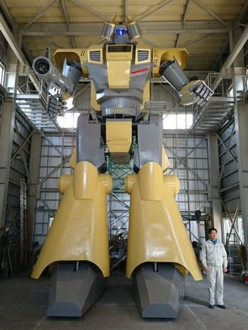 Robots gigantes pilotados por niños, así se divierten en Japón