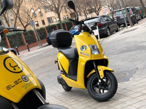 La scooter eléctrica frente a los servicios de motos de alquiler