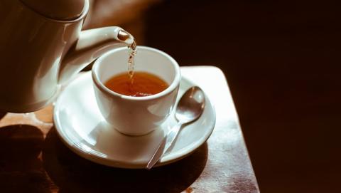 Beber té caliente puede provocar cáncer.