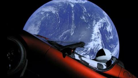 Este es el motivo por el que Elon Musk ha enviado al maniquí Starman al espacio a bordo de un Tesla.