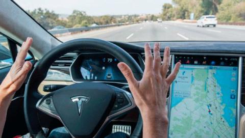 Autopilot actualización conducción autónoma coche Tesla