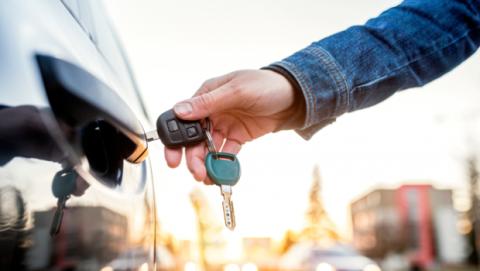 Cuánto cuesta alquilar un coche en Madrid o Barcelona