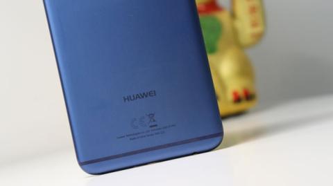 Logotipo de Huawei en el Mate 10 Lite