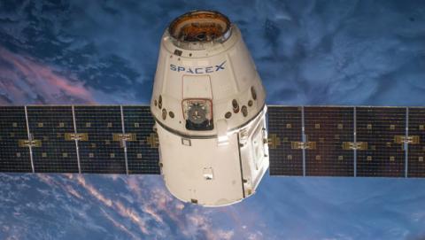 SpaceX lanzará dos desconocidos satélites para llevar Internet a todo el mundo.