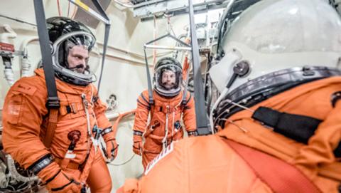 Nuevos trajes espaciales con baño de la NASA