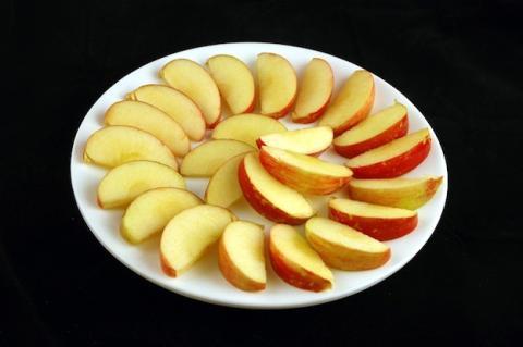 200 calorías de manzana = 385 gr. Crédito: WiseGeek