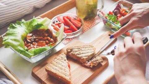 mitos cena comida desayuno