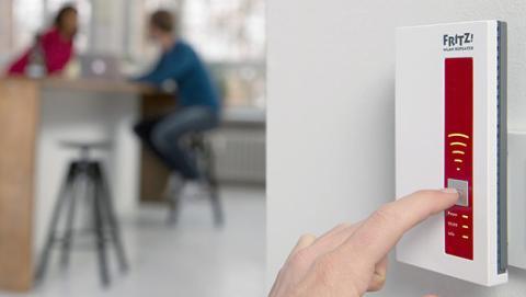 Es mejor un repetidor WiFi o un PLC para ampliar la conexión a Internet.