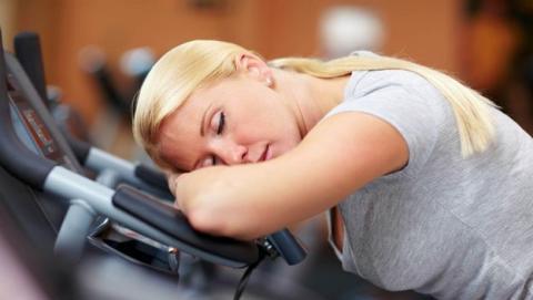 Dormir una hora más o salir a hacer deporte: los expertos hablan