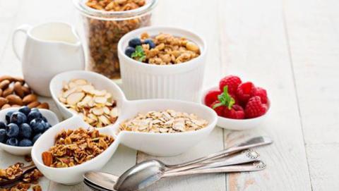 Tomar frutos secos para reducir el colesterol