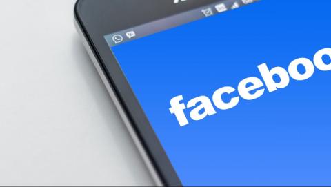 Facebook se lleva una multa por violar la privacidad de sus usuarios.