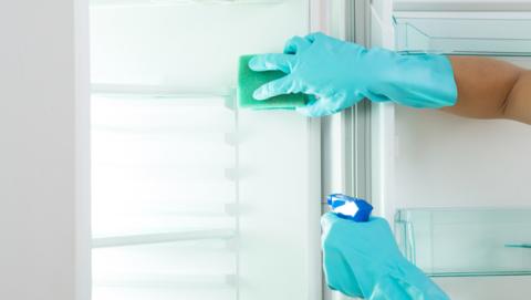 Cuál es la manera correcta de limpiar el congelador