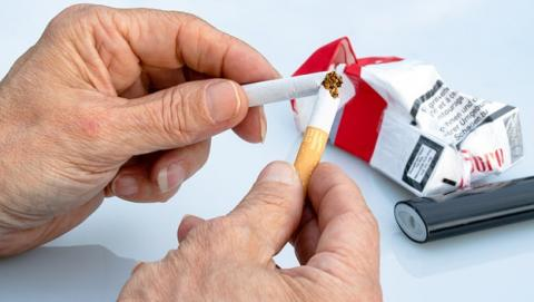 Fumar puede dejarte sordo.