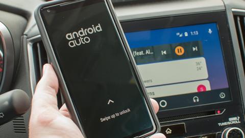 Android Auto permite desbloquear el móvil mientras está conectado