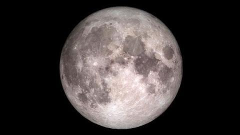¿Por qué la Luna parece blanca?