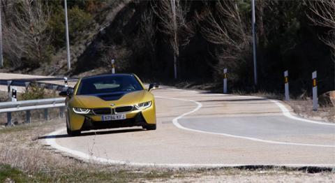 El BMW i8 en la carretera