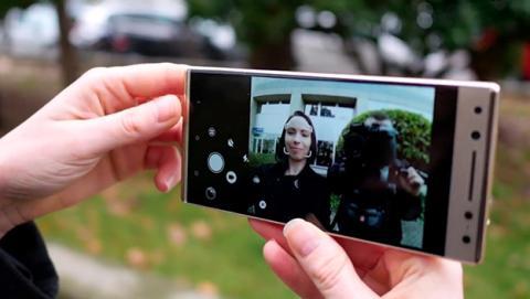Los móviles de Alcatel están adaptados para usarlos con una mano.
