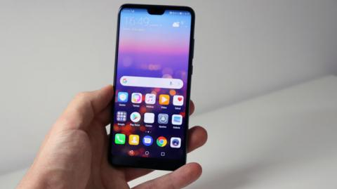 Así luce el Huawei P20 en la mano