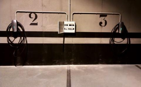 Punto de carga de Tesla en un hotel