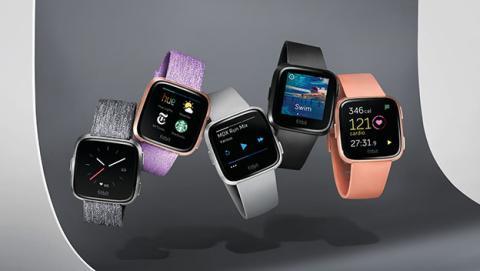 5fb78f7204d4 Fitbit lanza el smartwatch Versa y la pulsera para niños Ace ...