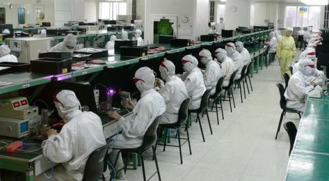 ¿Cuánta agua se necesita para fabricar pantallas LCD?