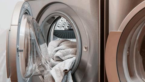 Lavar con agua fría o lavar con agua caliente la ropa