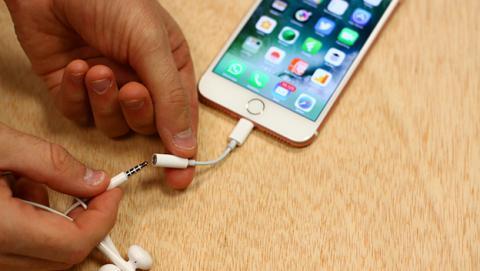Un fallo en algunos iPhone 7 con iOS 11.3 se carga el micrófono