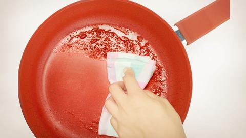 El mejor truco para limpiar una sartén