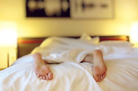 Un estudio señala que dormir mucho en fin de semana te ayuda a recuperar horas de sueño