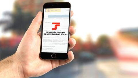 Logo de Hacienda y la Seguridad Social en un móvil