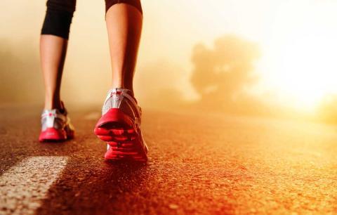 Runner saliendo a correr para hacer deporte