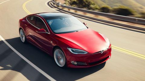 5 coches con los que debería patrullar la Guardia Civil. Tesla Model S