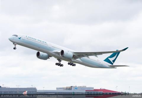Un avión de la aerolínea de Hong Kong Cathay Pacific fabricado por Airbus.