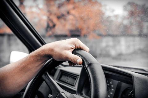 Cosas que deberías dejar de hacer al volante