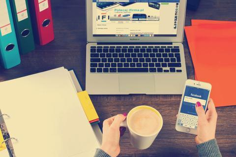 Facebook móvil y ordenador
