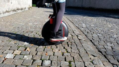 Monociclo o hoverboard de una rueda