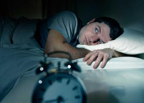 Hábitos que deberías dejar de hacer para dormir mejor
