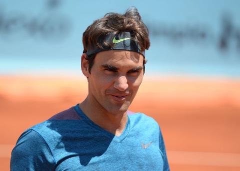 Tras más de dos décadas vistiendo de Nike, Roger Federer pone fin a su relación comercial con la marca para firmar un contrato millonario con Uniqlo.