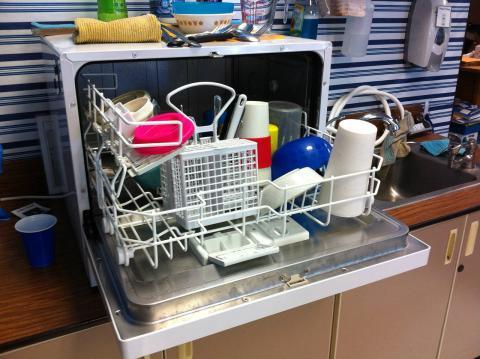 El lavavajillas evita innumerables discusiones familiares por fregar los platos tras la cena