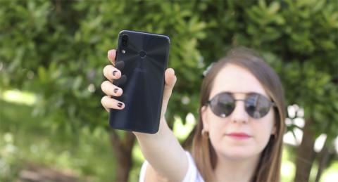Zenfone 5 en la mano