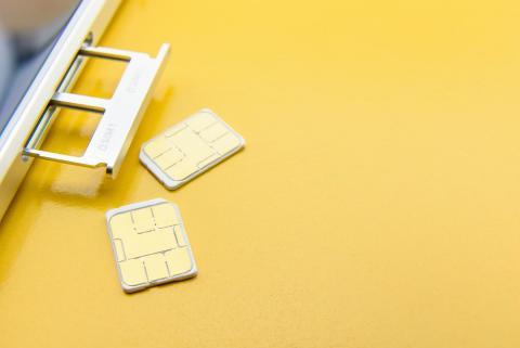https://www.theverge.com/circuitbreaker/2018/9/10/17841540/apple-iphone-9-xc-dual-sim-card-leaks-support-rumors