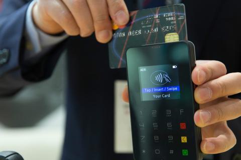 El pago con tarjeta podría sustitur por completo al pago en efectivo