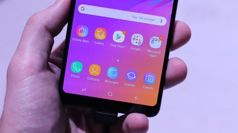 Samsung Galaxy A9 2018 en la mano