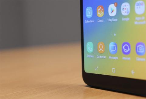 Marcos de la pantalla del Galaxy A7 de 2018
